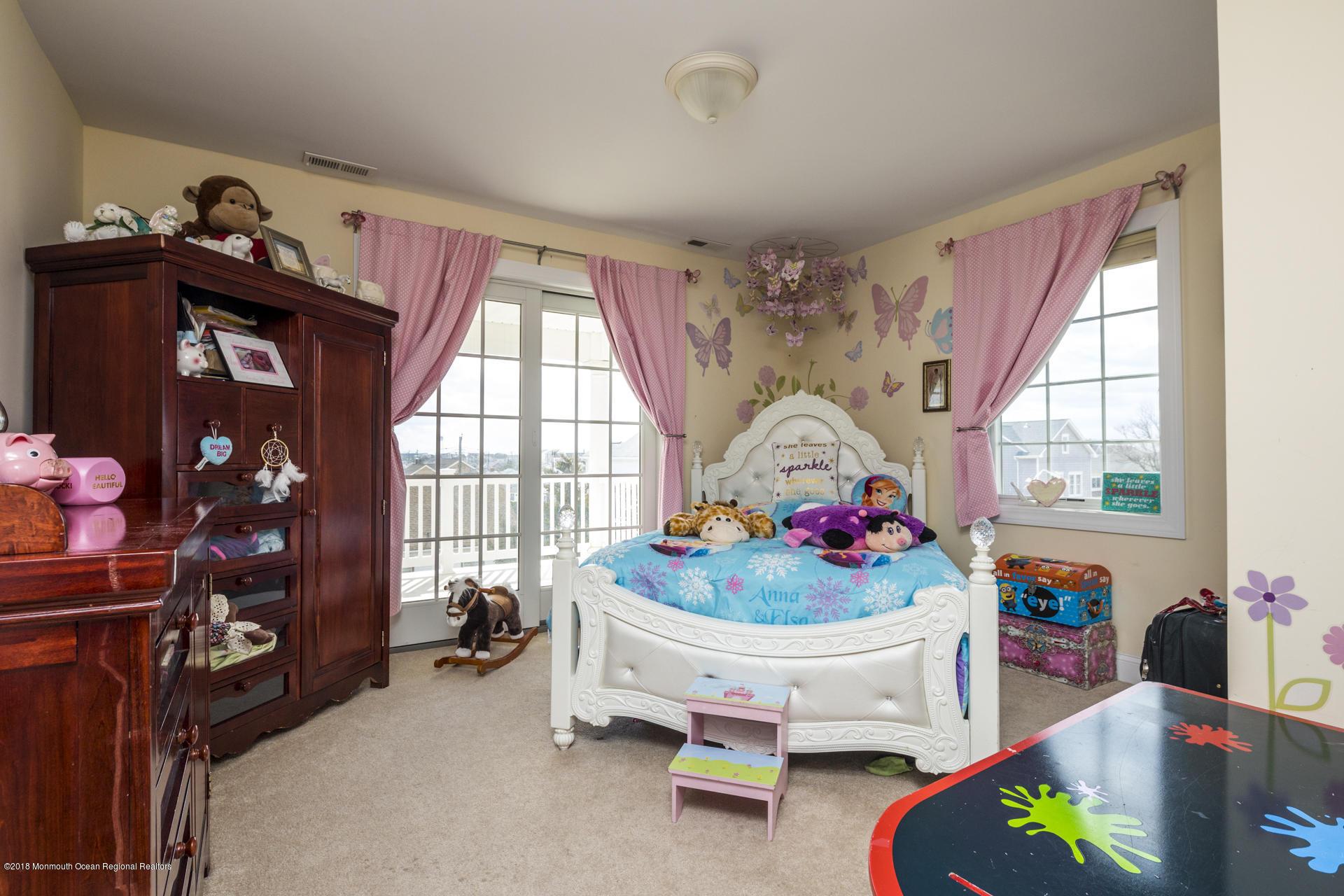 32_Bedroom-4
