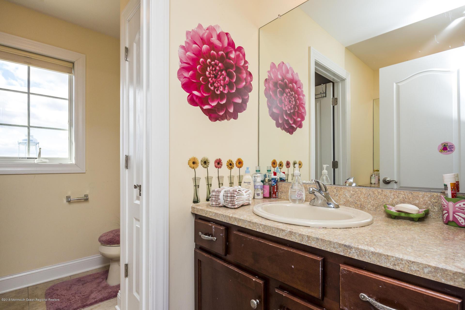 33_Bathroom-3