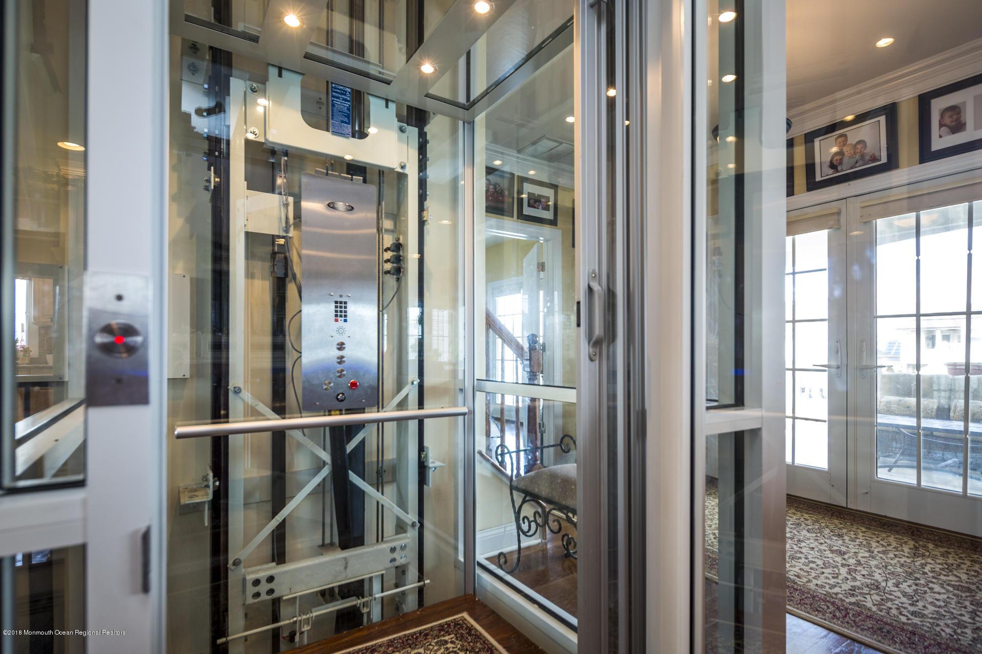 34_Elevator