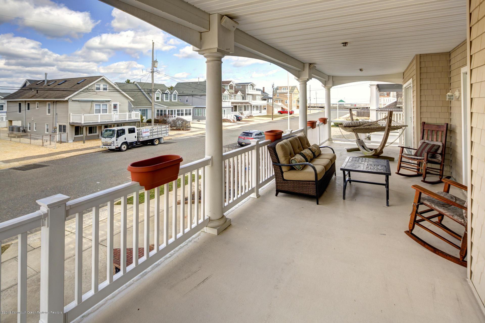 39_Front Porch