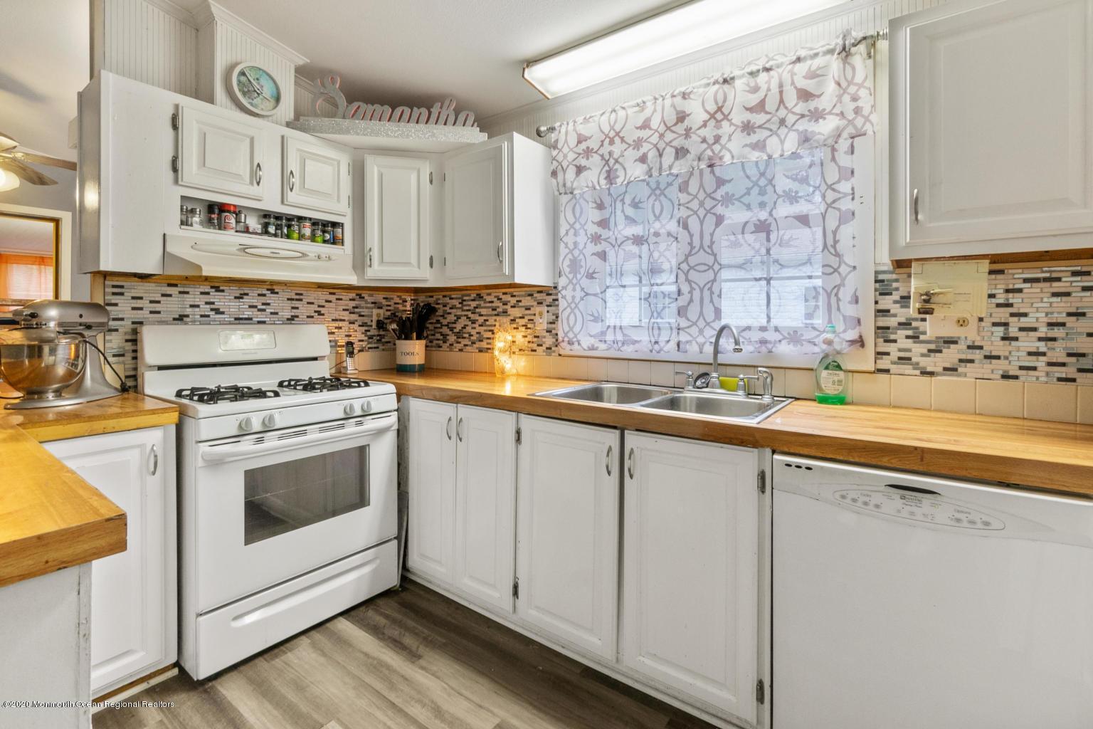 10 snow chief kitchen 2