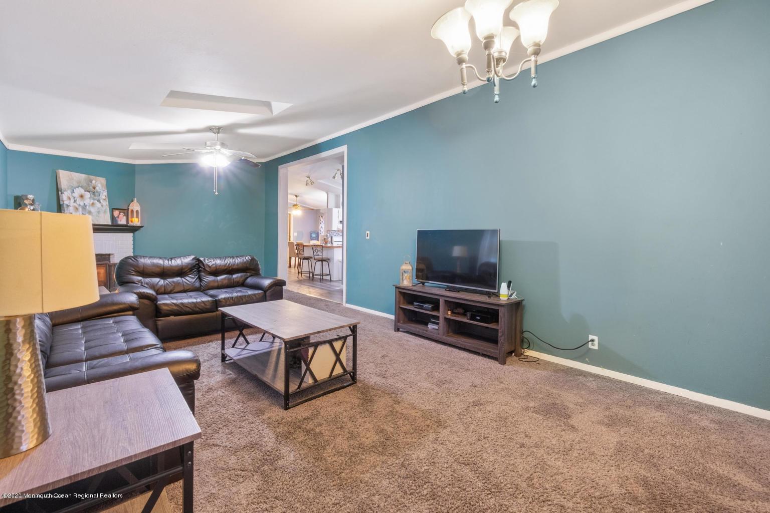 10 snow chief living room area 1
