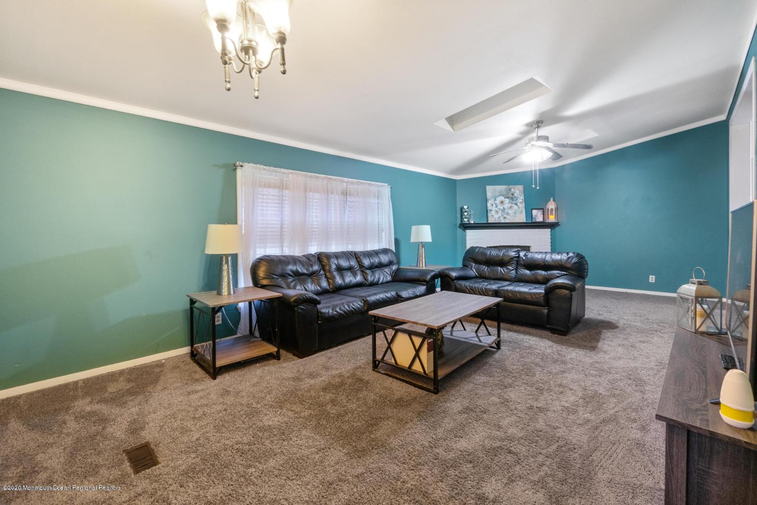 10 snow chief living room area 2