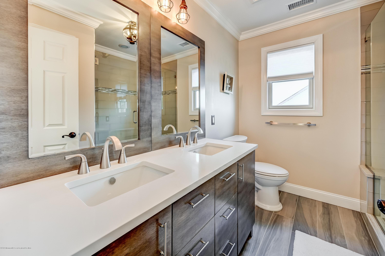 29-Main Bath