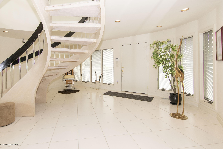 91 Pershing.  Foyer 1 (1)