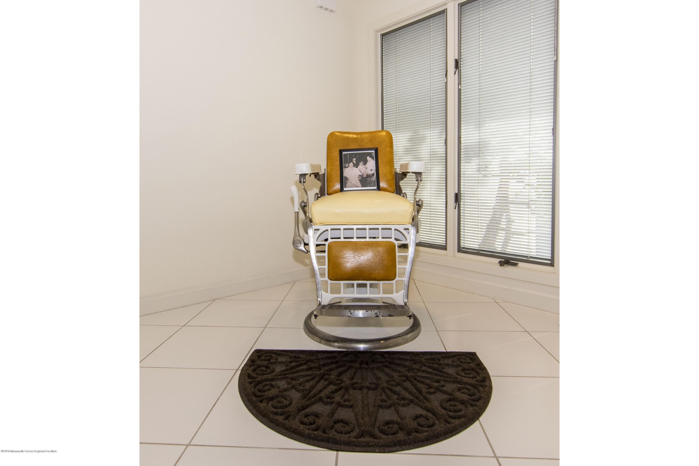 91 Pershing Barber Chair