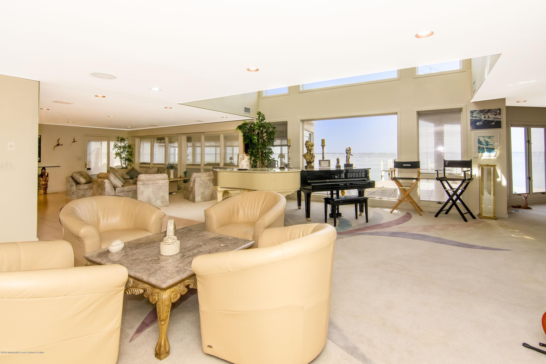 91 Pershing.  interior.  1st Floor 1 (4)