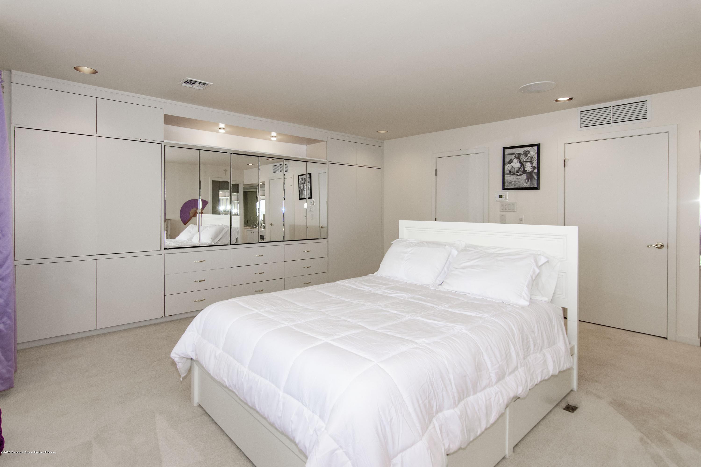 91 Pershing Tiffany 2.  Bed 4b