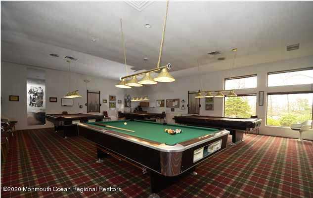 Billiardl room