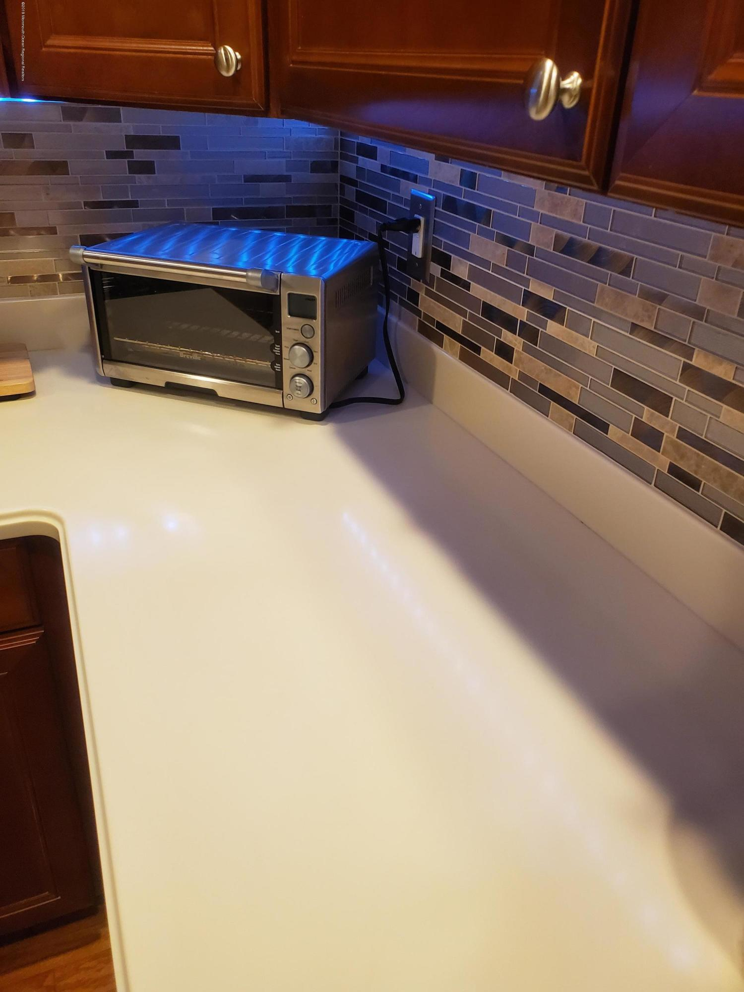 Kitchen Counter/Backsplash