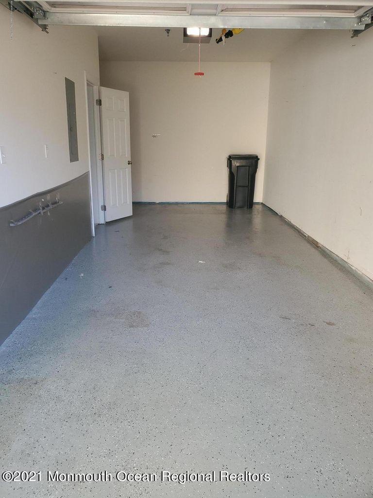 Oversized garage empty