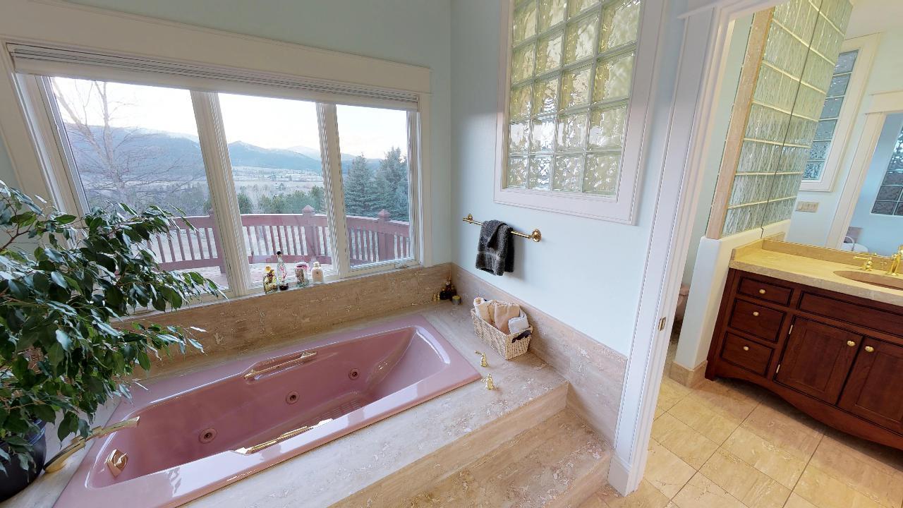 Spacious Master Bathroom EnSuite