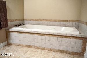 Lower Levedl 2nd Master Bathroom