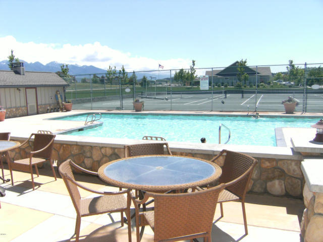 Outdoor Pool & Tennis Courts