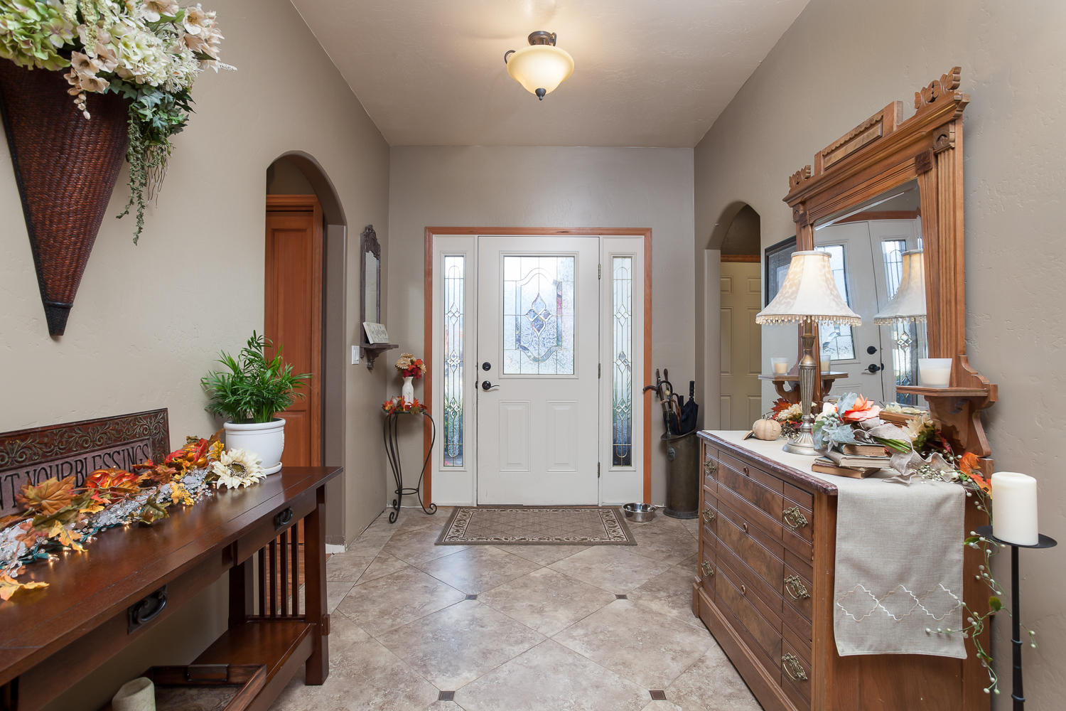 Tile Entry w/Arched Doorways