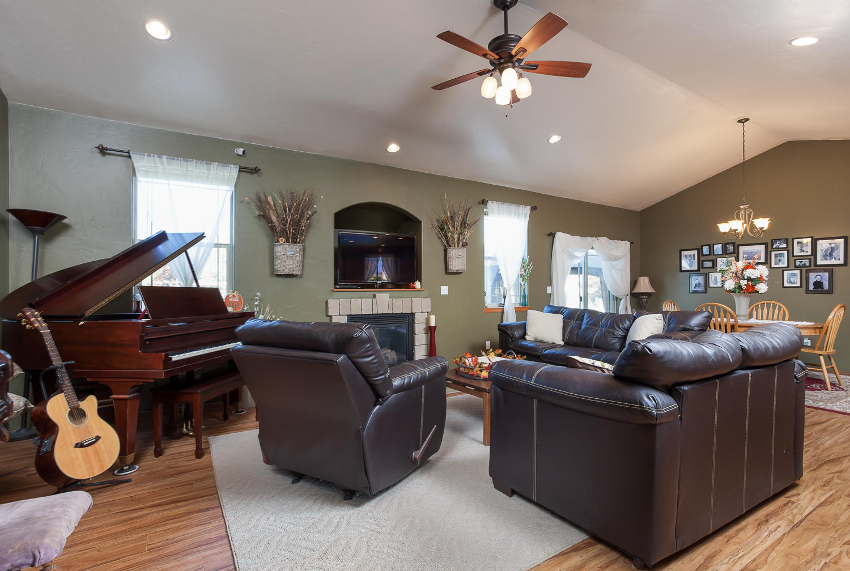 Great Room Accommodates  Piano
