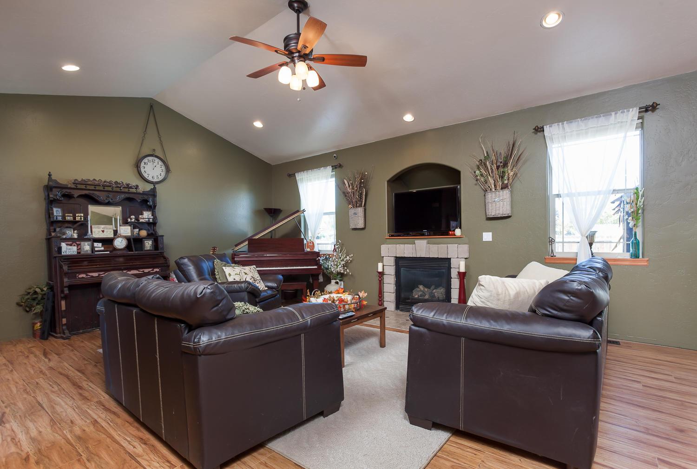 Homey Living w/Gas Fireplace