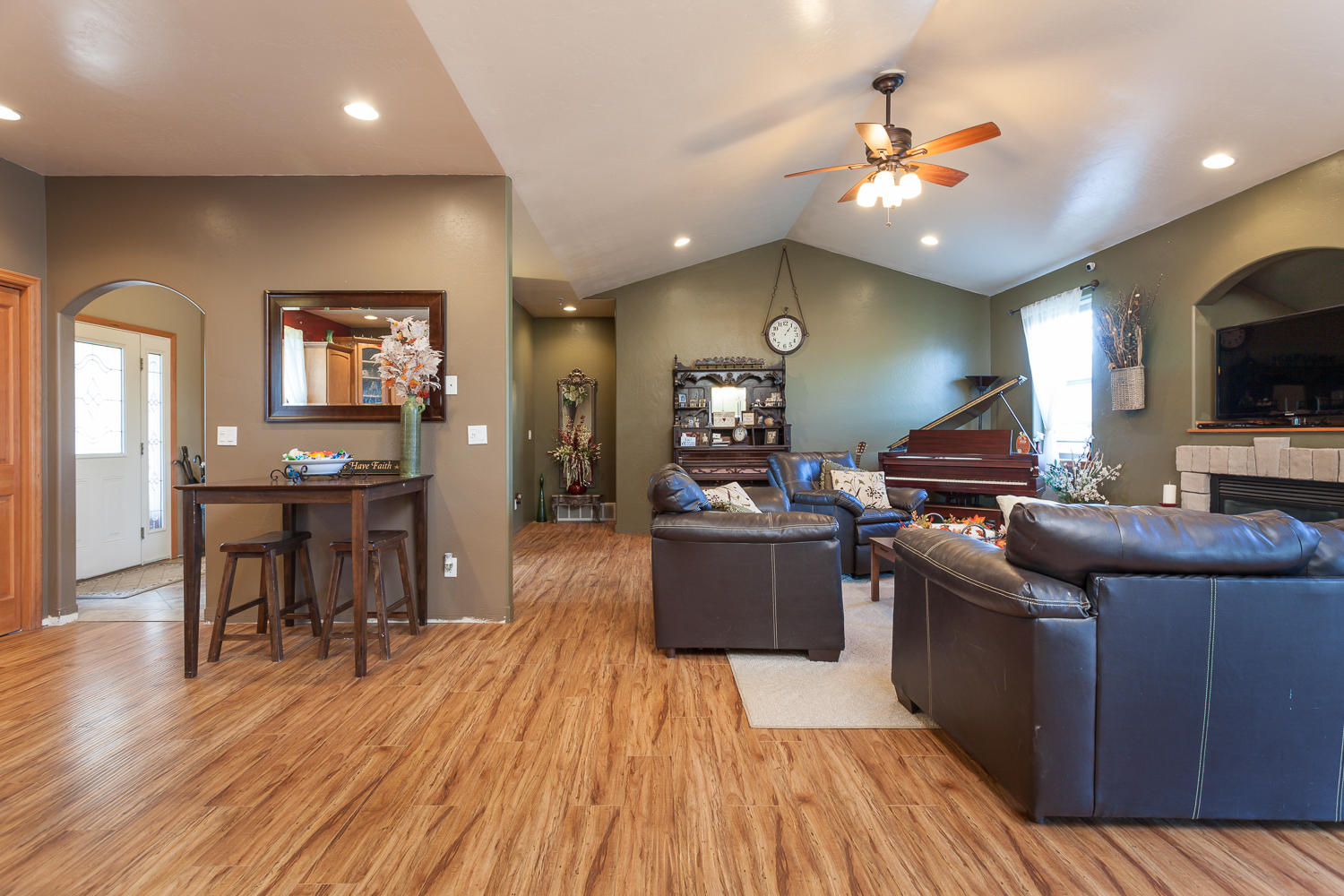 High Ceilings & Vaulted Great Room