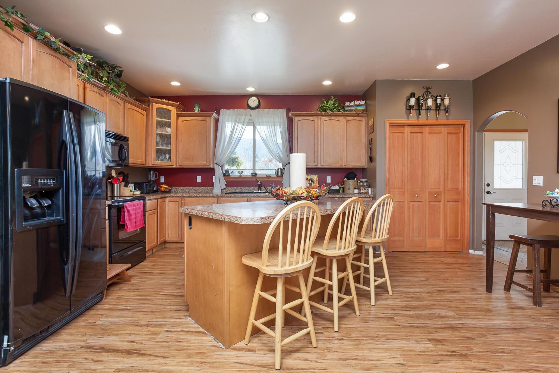 Open Spacious Kitchen & Nook