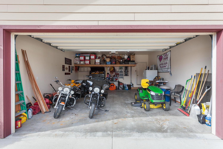 Finished Garage w/Hot/Cold H20