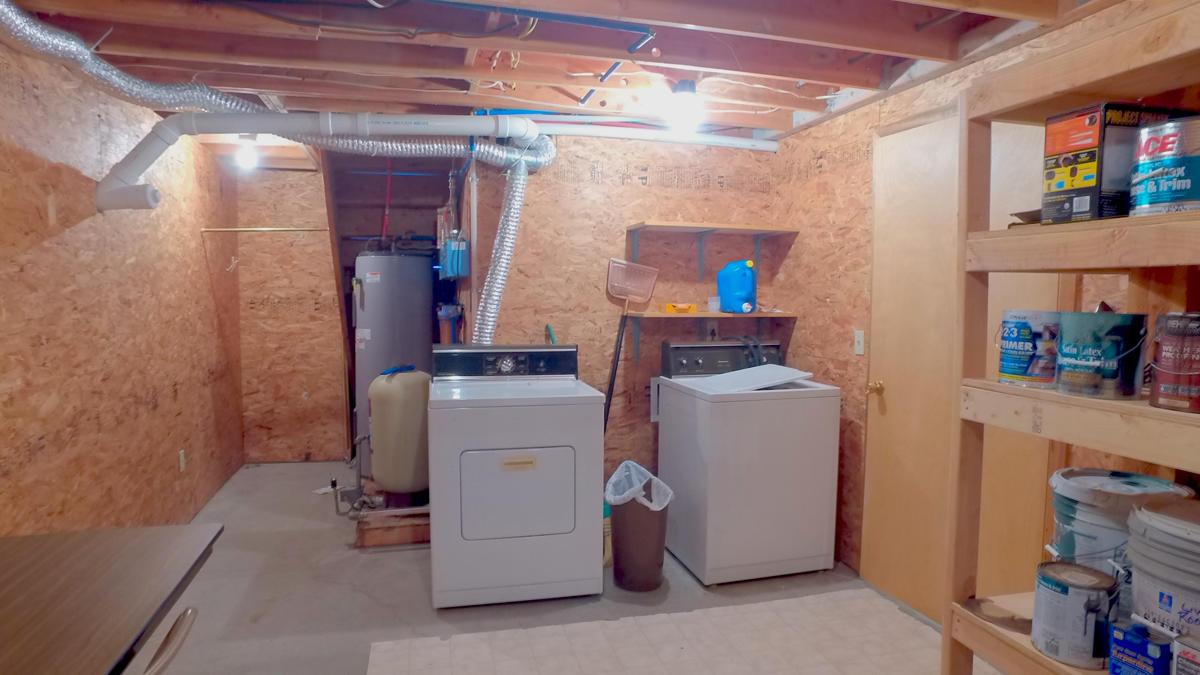 Laundry & Utility Rm