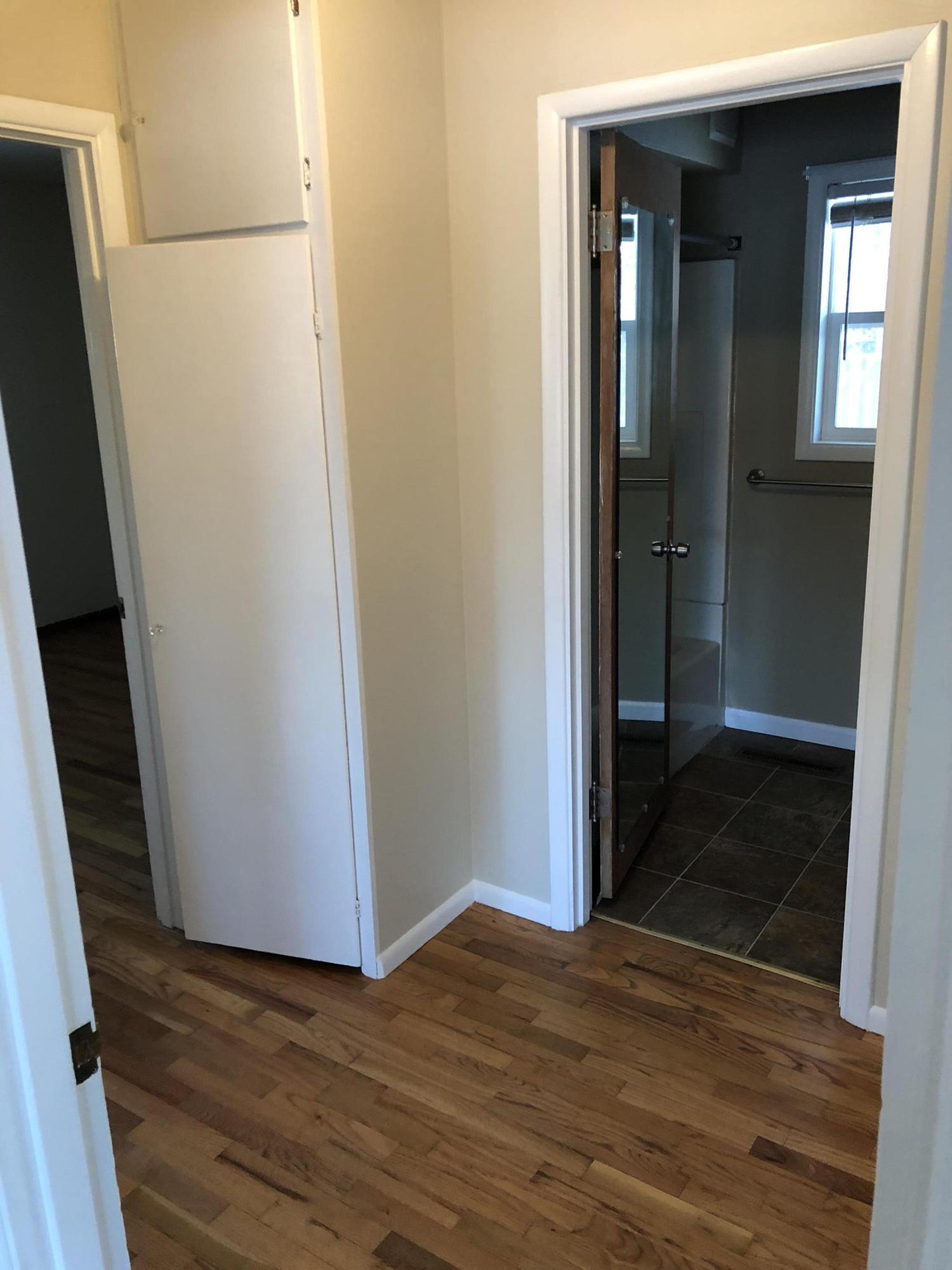'hallway' between bedrooms and bath