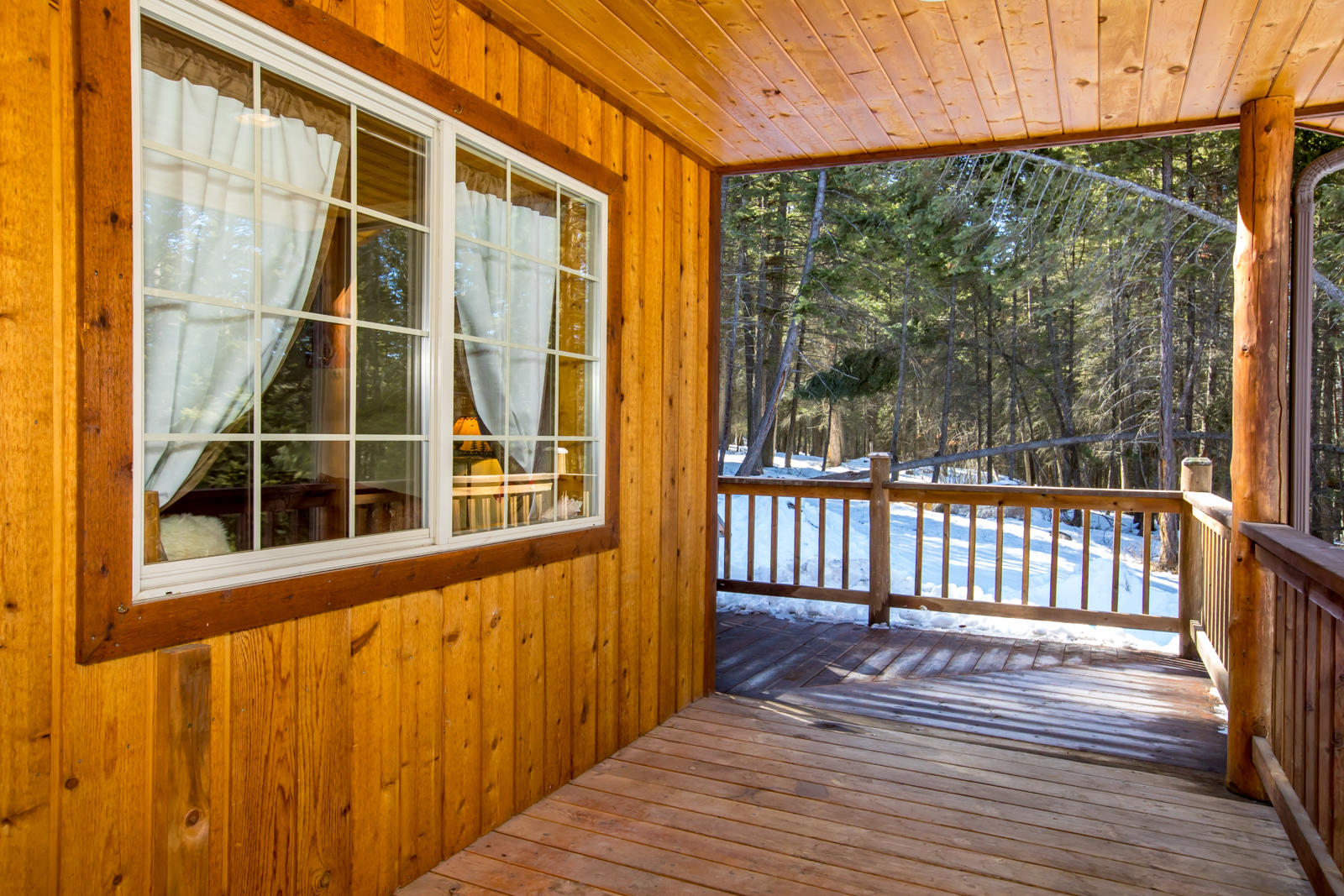 More deck views around corner to hot tub