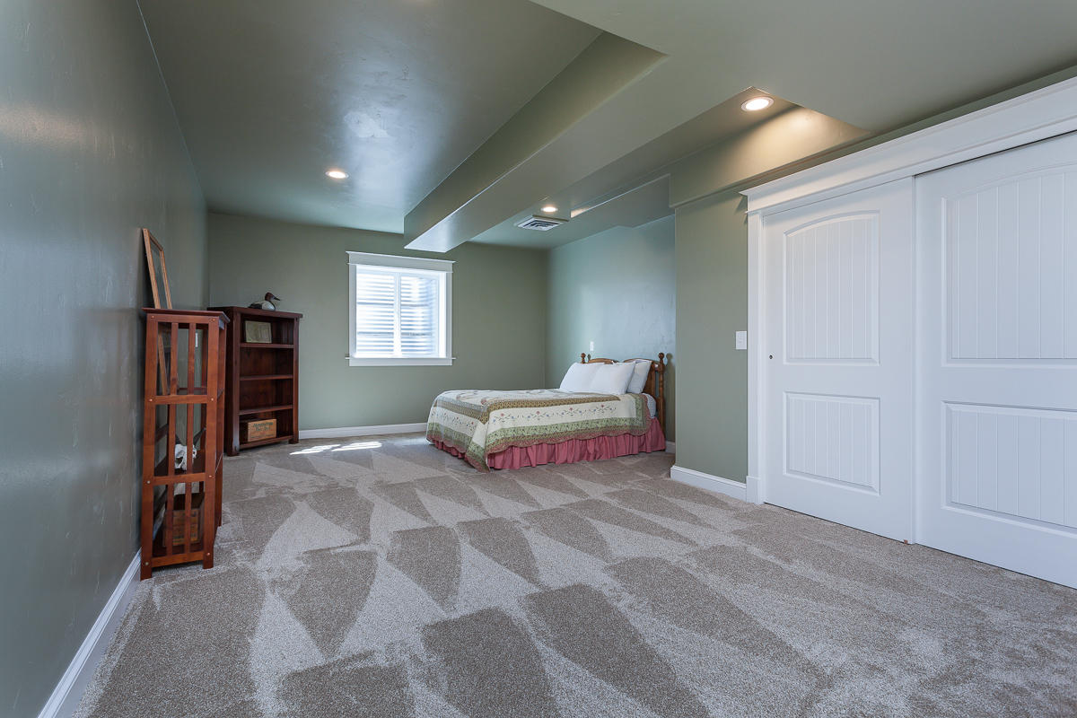Lower level huge bedroom