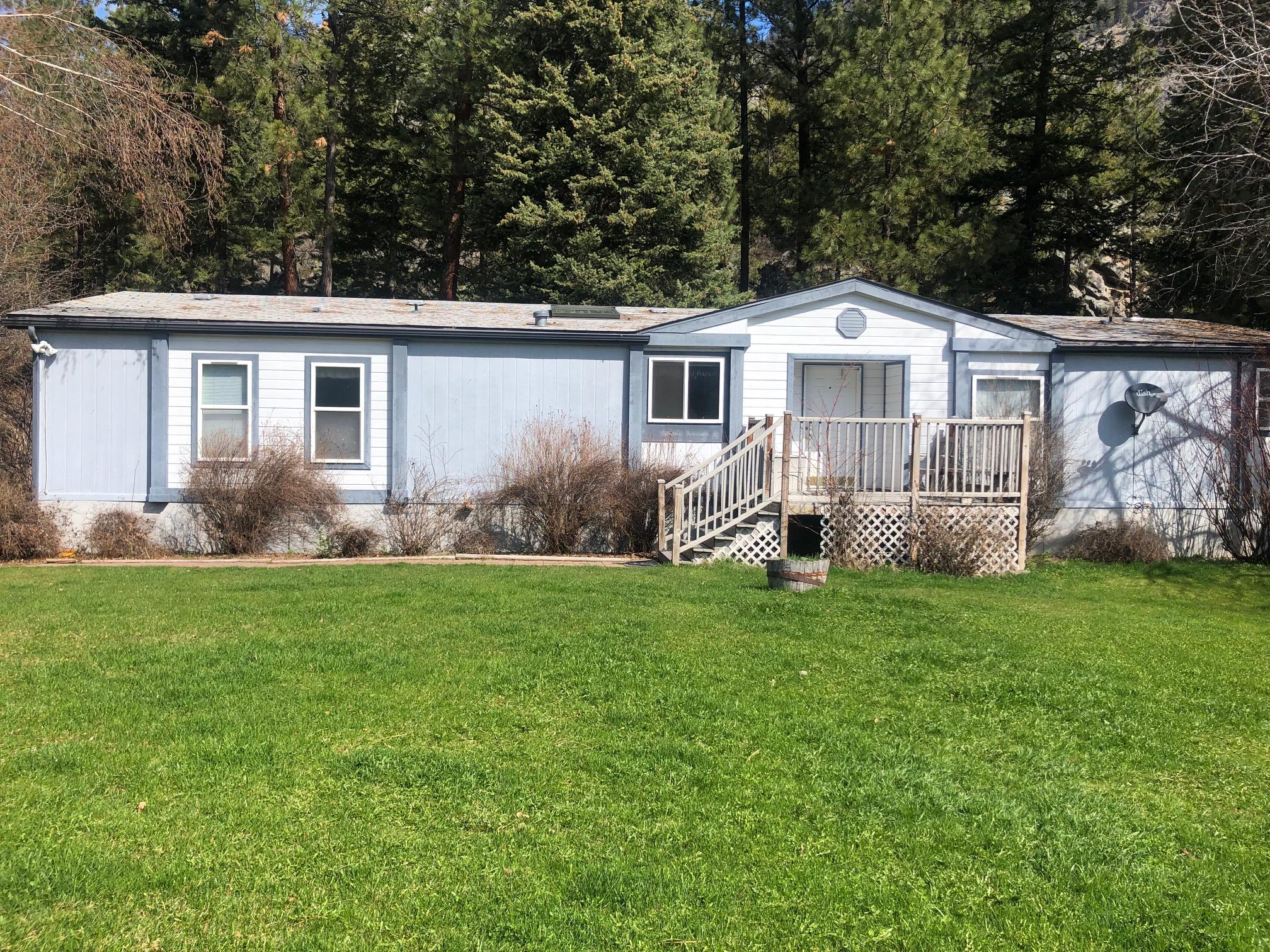 Great Views with this 3 bdrm, 2 bath manufactured home and yet lots of privacy and wildlife.