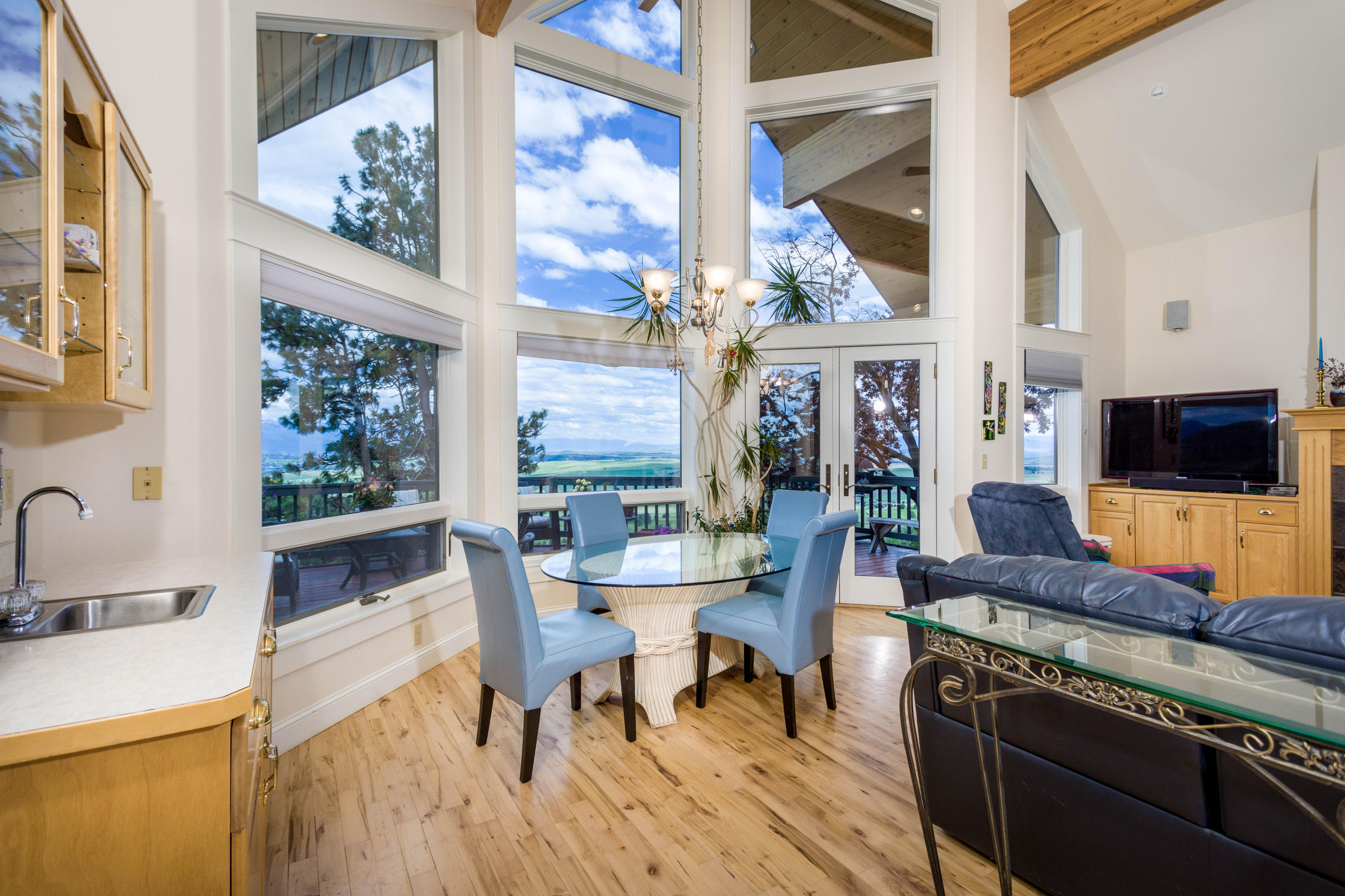 Main Level Casual Dining & Living