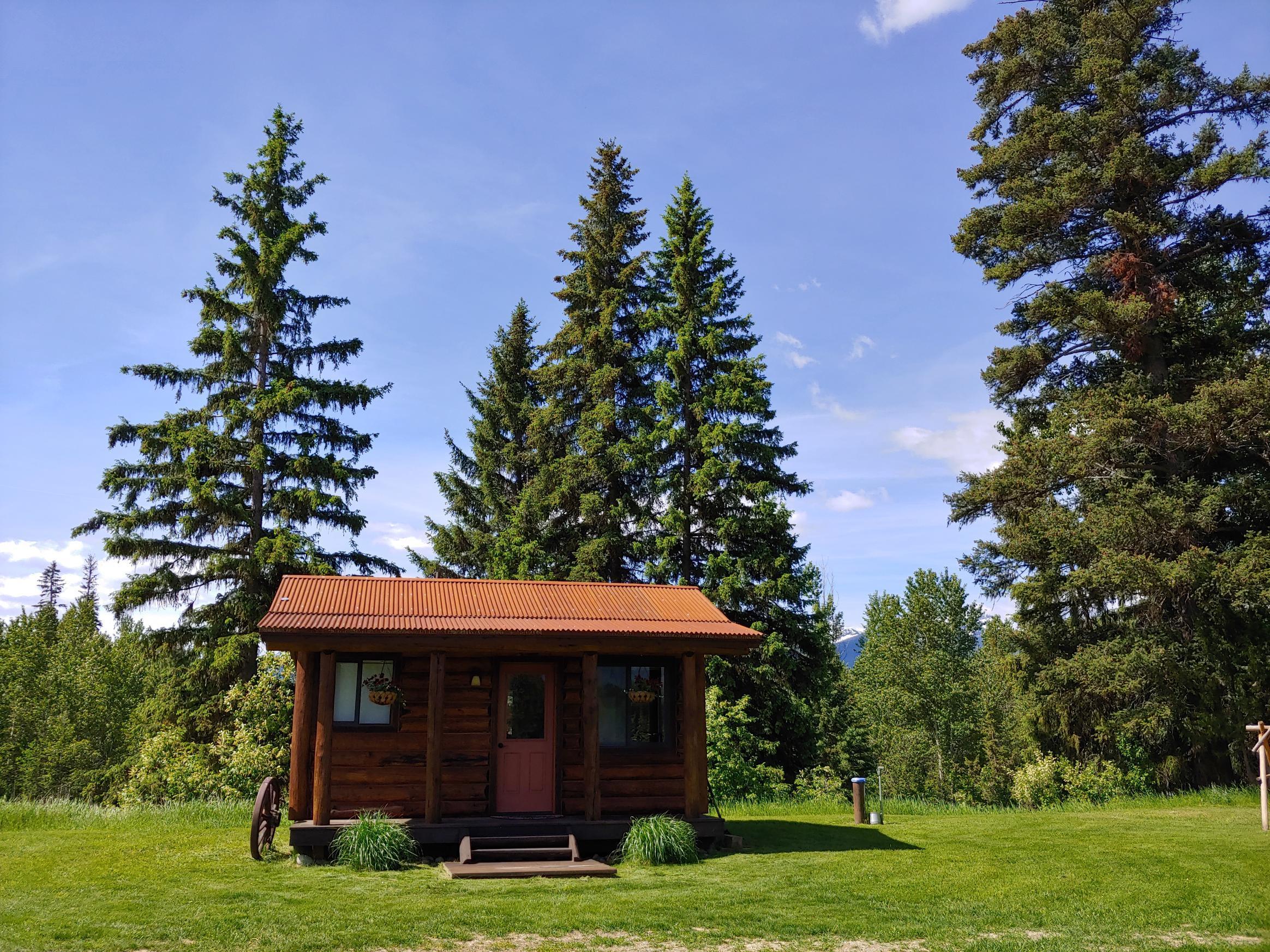 7395 Hwy 83 Bath and kitchen cabin
