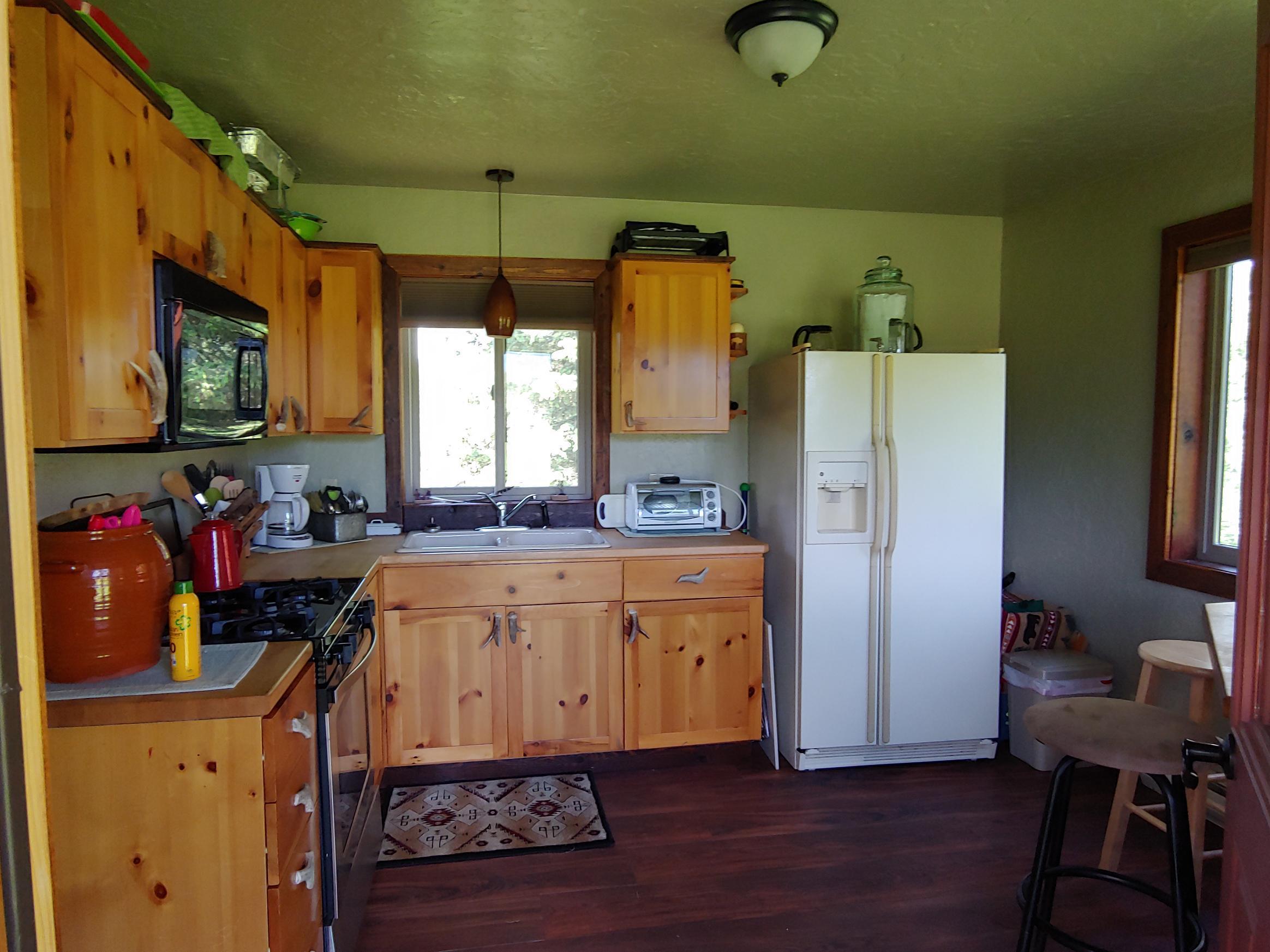7395 Hwy 83 kitchen
