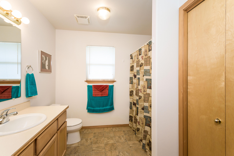 Guest bath guest home