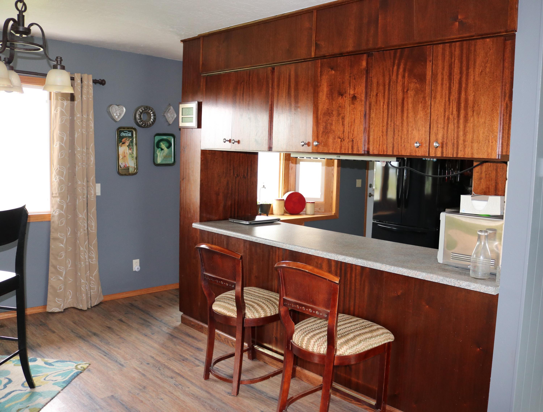 006 Kitchen bar 1