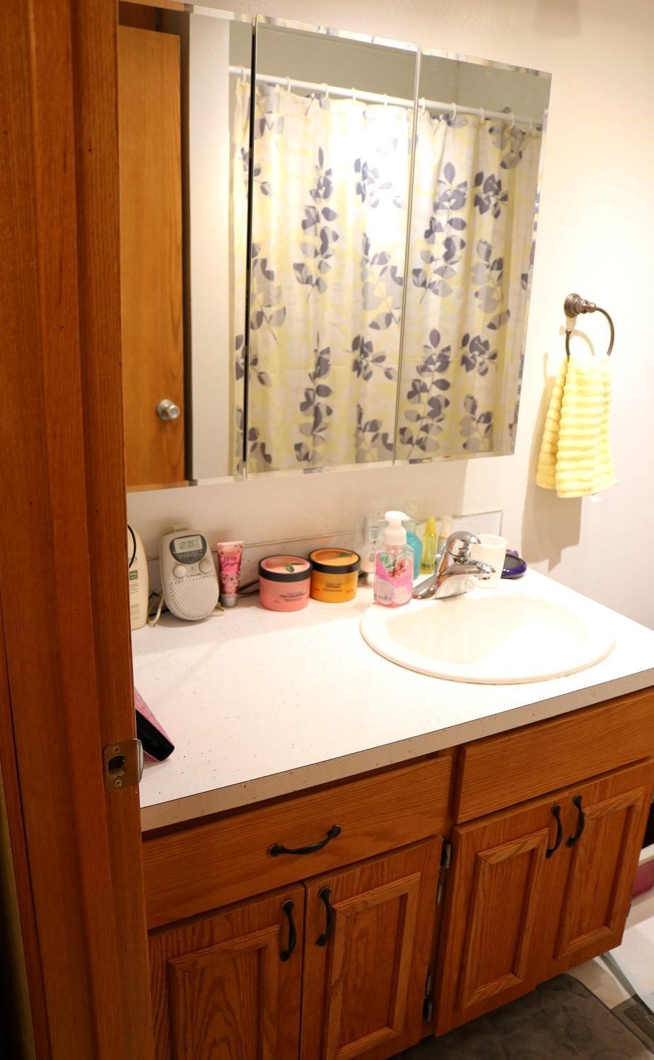040 DS Bathroom (2)