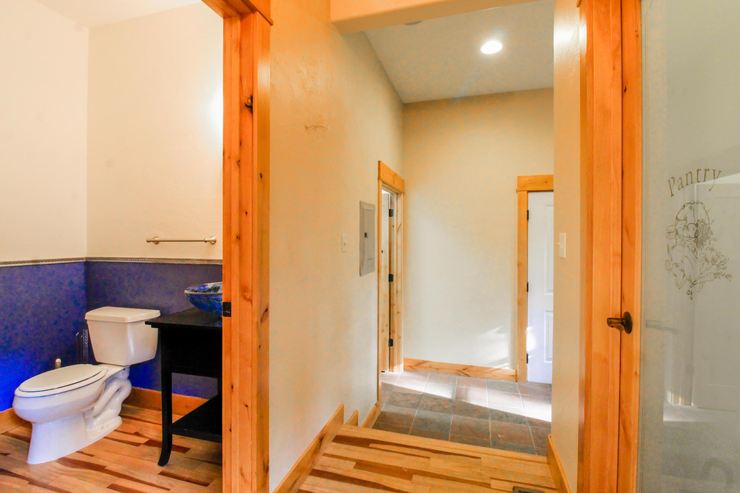 90 Irish Bend - Main Floor 1/2 Bath