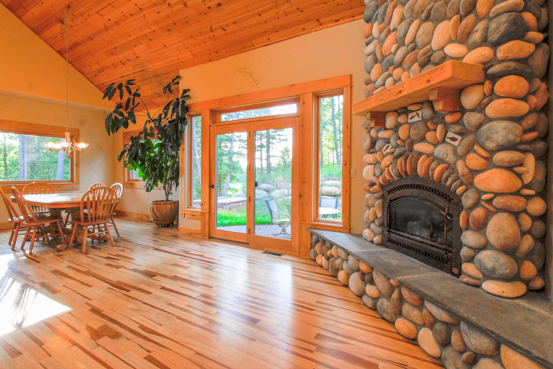 90 Irish Bend - Livingroom