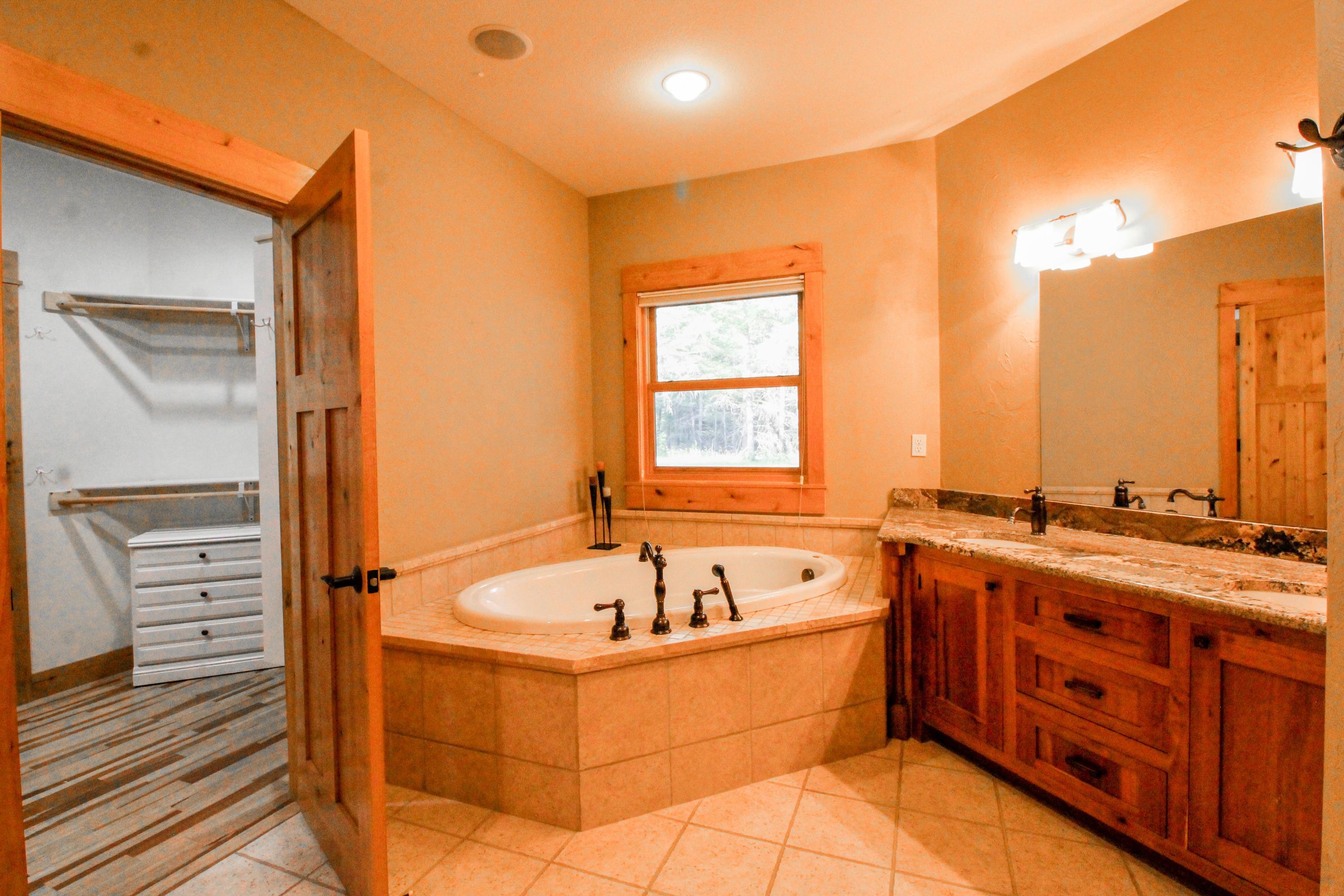 90 Irish Bend - Master Bath