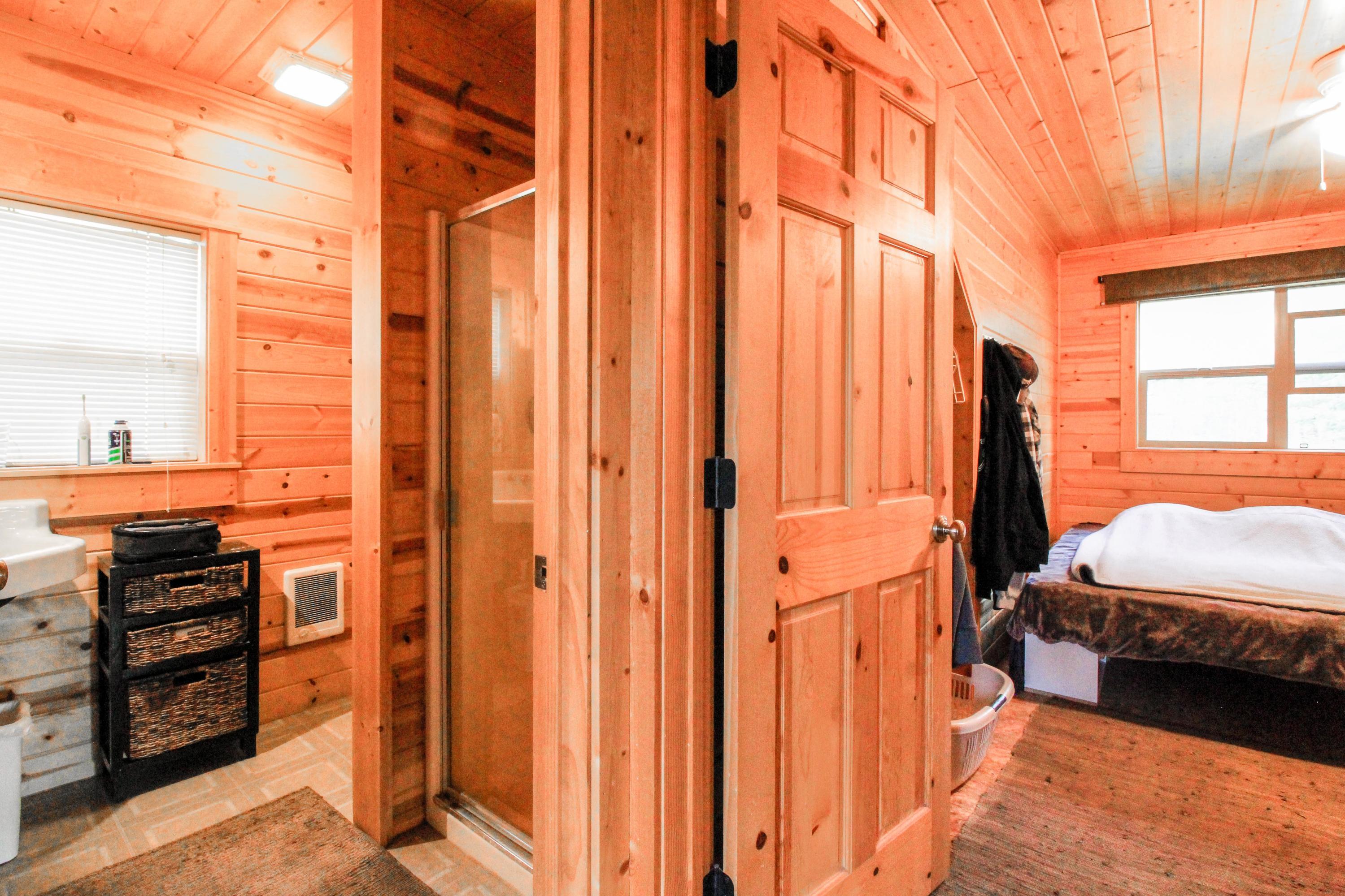90 Irish Bend  - Apartment Bath/Bedroom