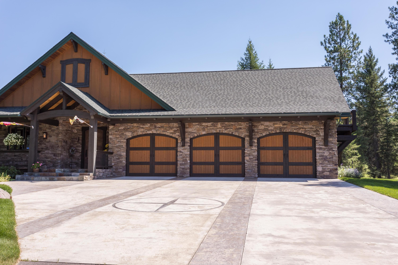 3 car garage with concrete drive