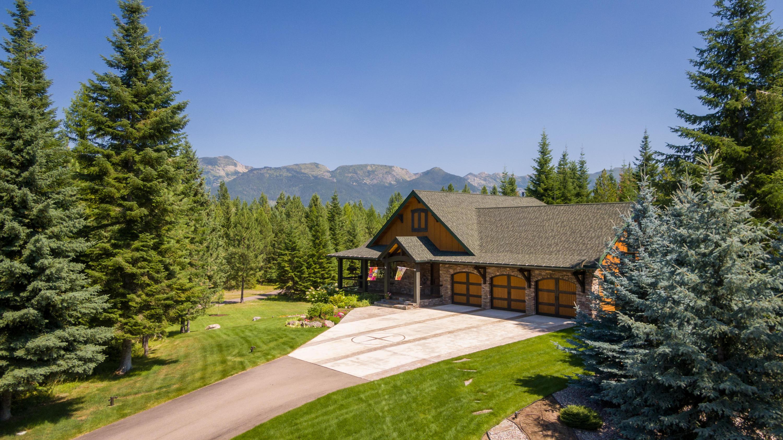 Elegant estate with mountain views