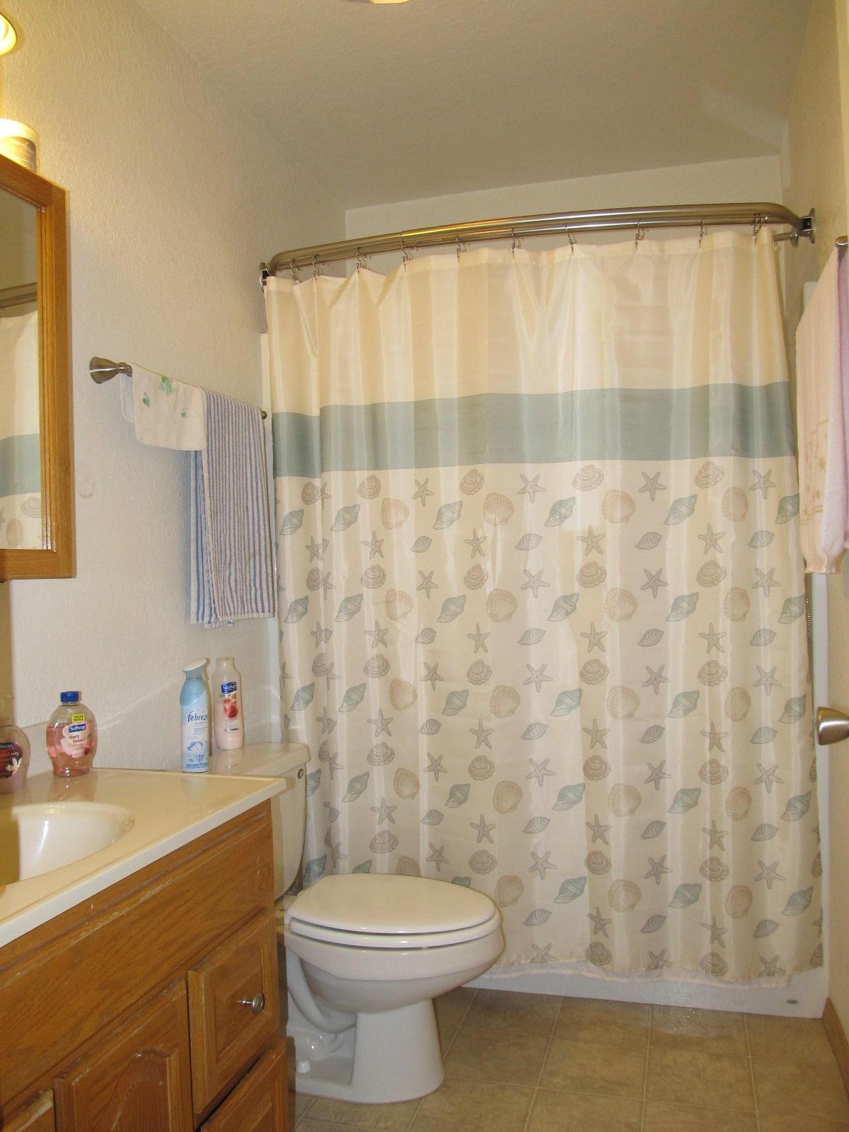 2nd Full Bathroom.