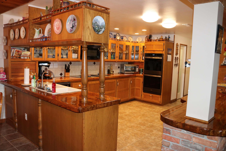 023 Kitchen 4