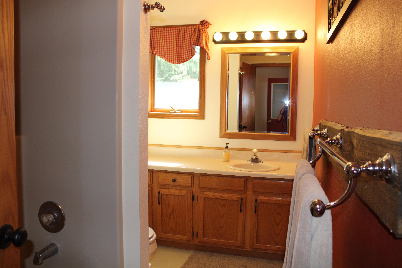 Full bathroom - 2nd floor