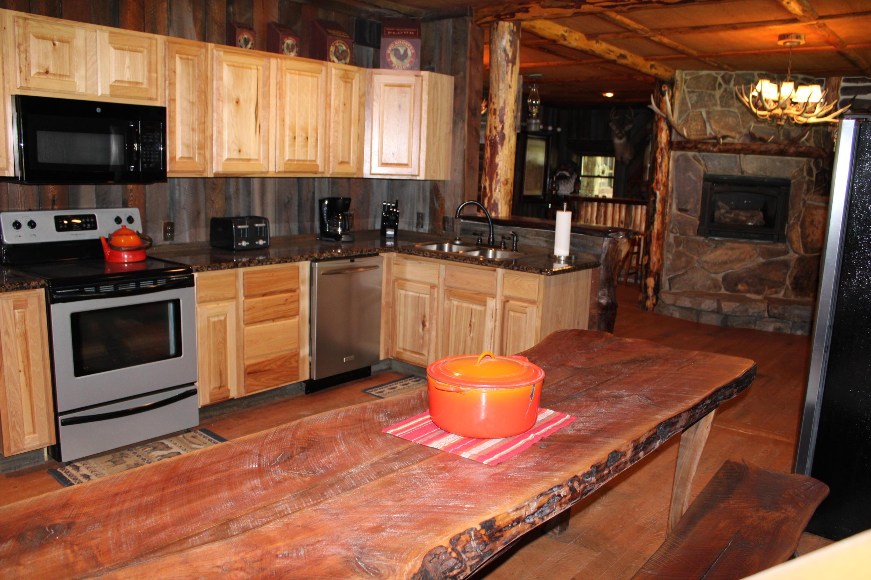 Trapper's Cabin kitchen