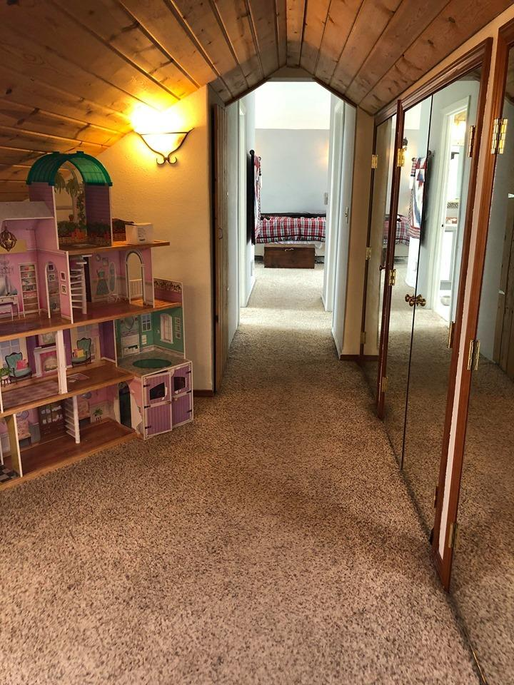 Upper Level Master Suite Entry