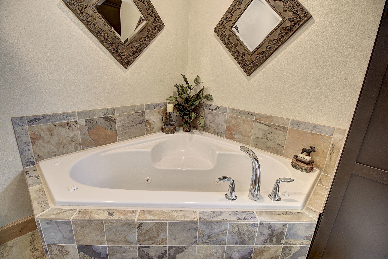 Big Tub in Master Bath