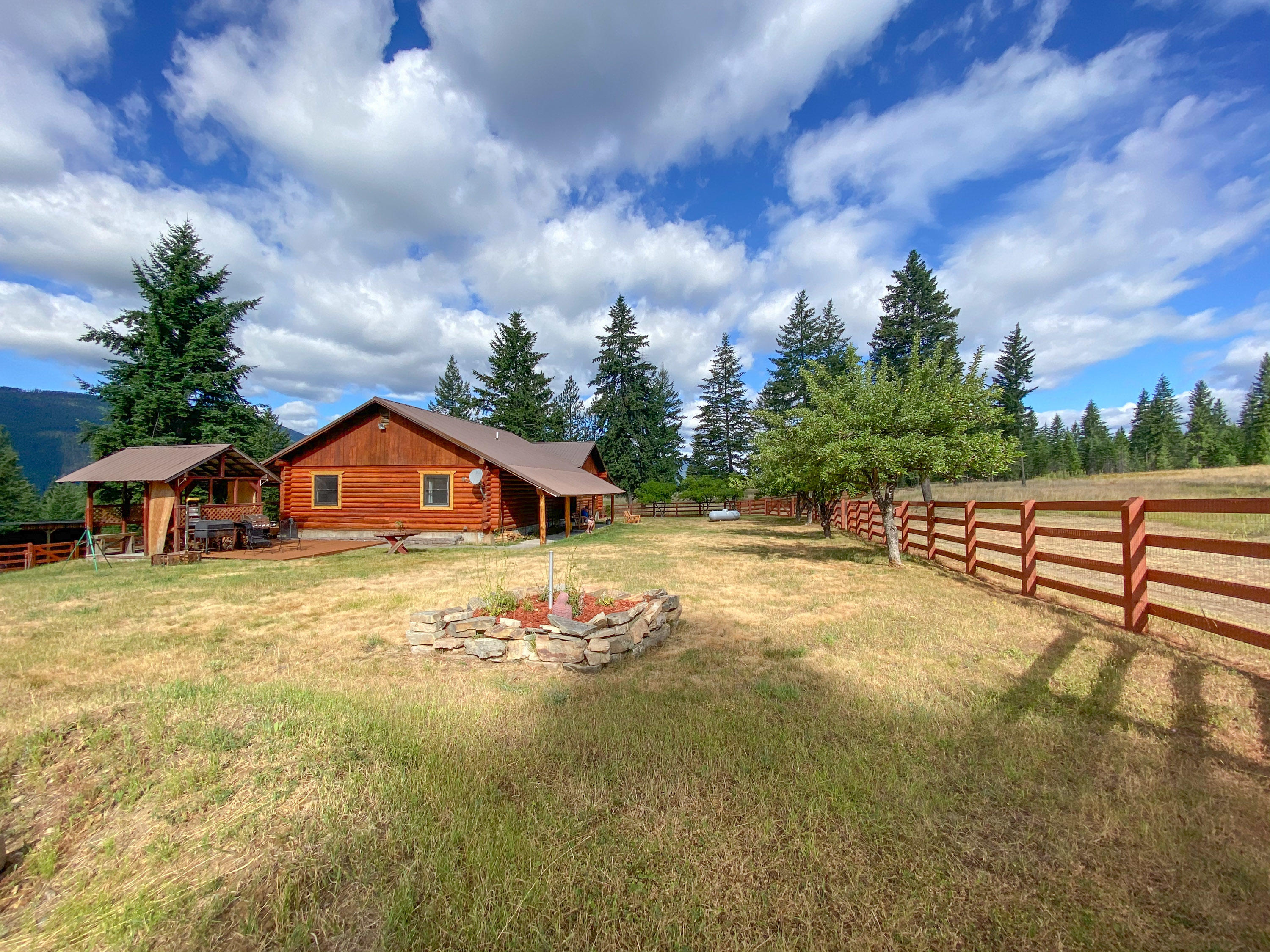 Montana log home on almost 40 acres.
