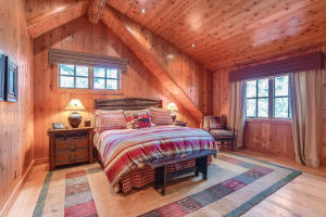 North cabin master suite 2