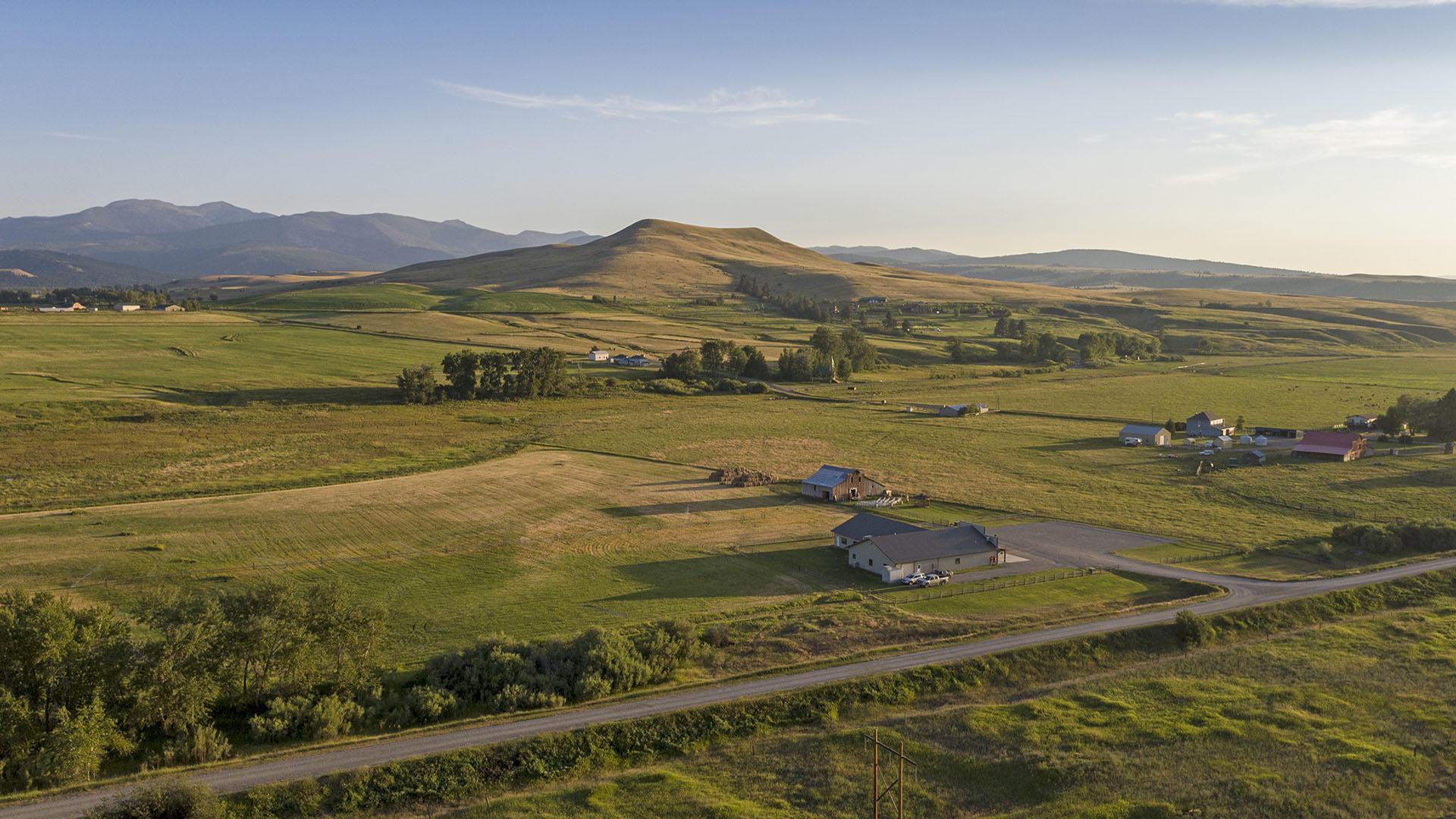 pintler-mountains-aerial-view-montana-ar